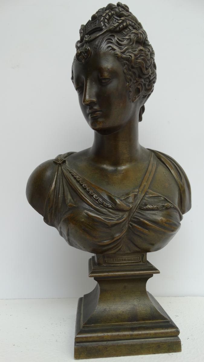 Buste jeune femme à l'antique