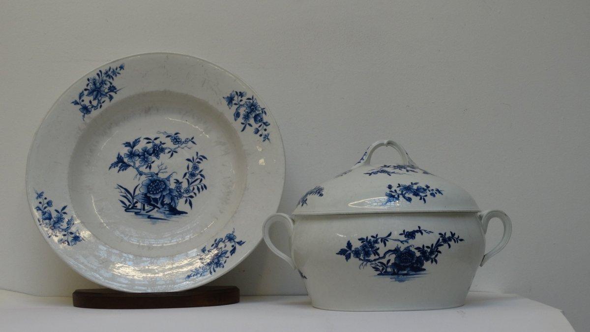 Soupière et son plat en porcelaine de Tournai 18ème