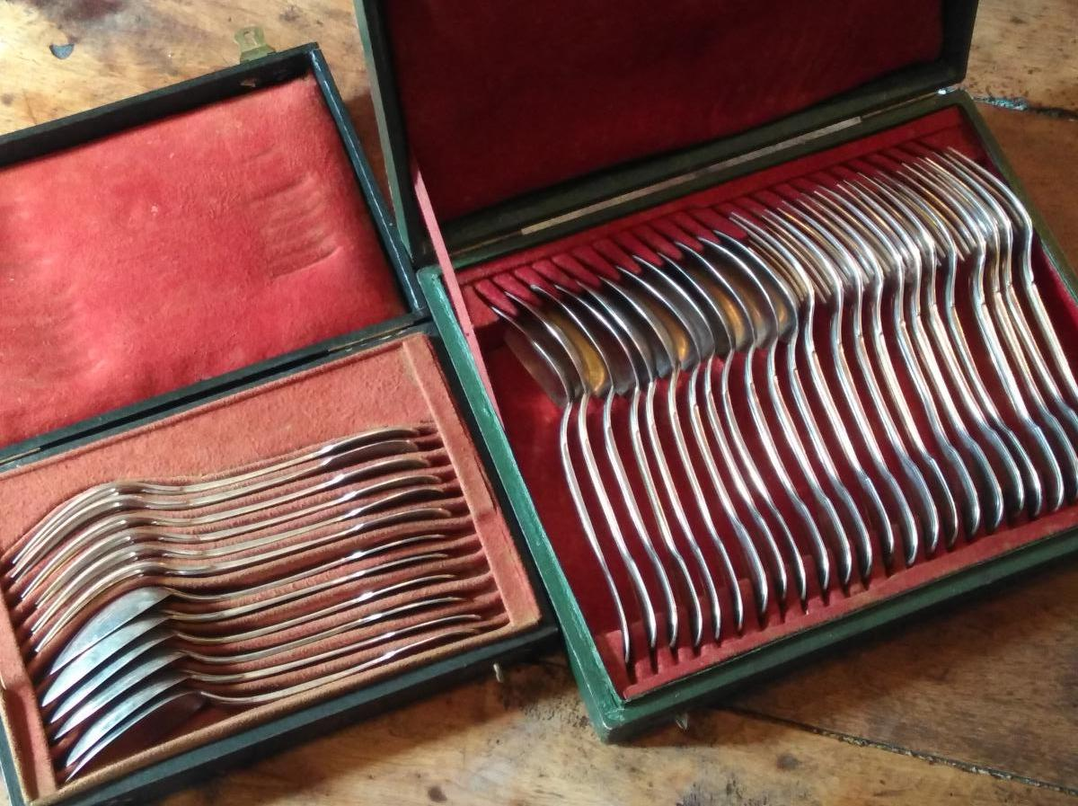 Set Of 18 Silver Servers Set Of Armored Barberini Family-photo-3