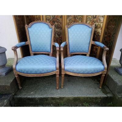 Deux Cabriolets d'époque Louis XVI En Bois Doré Pouvant Former Paire