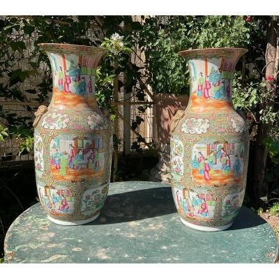 Paire De Vases Chinois En Porcelaine De Canton XIX éme
