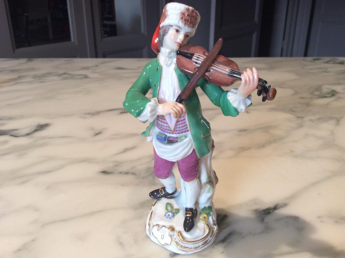Meissen Series Cris De Paris, Violinist