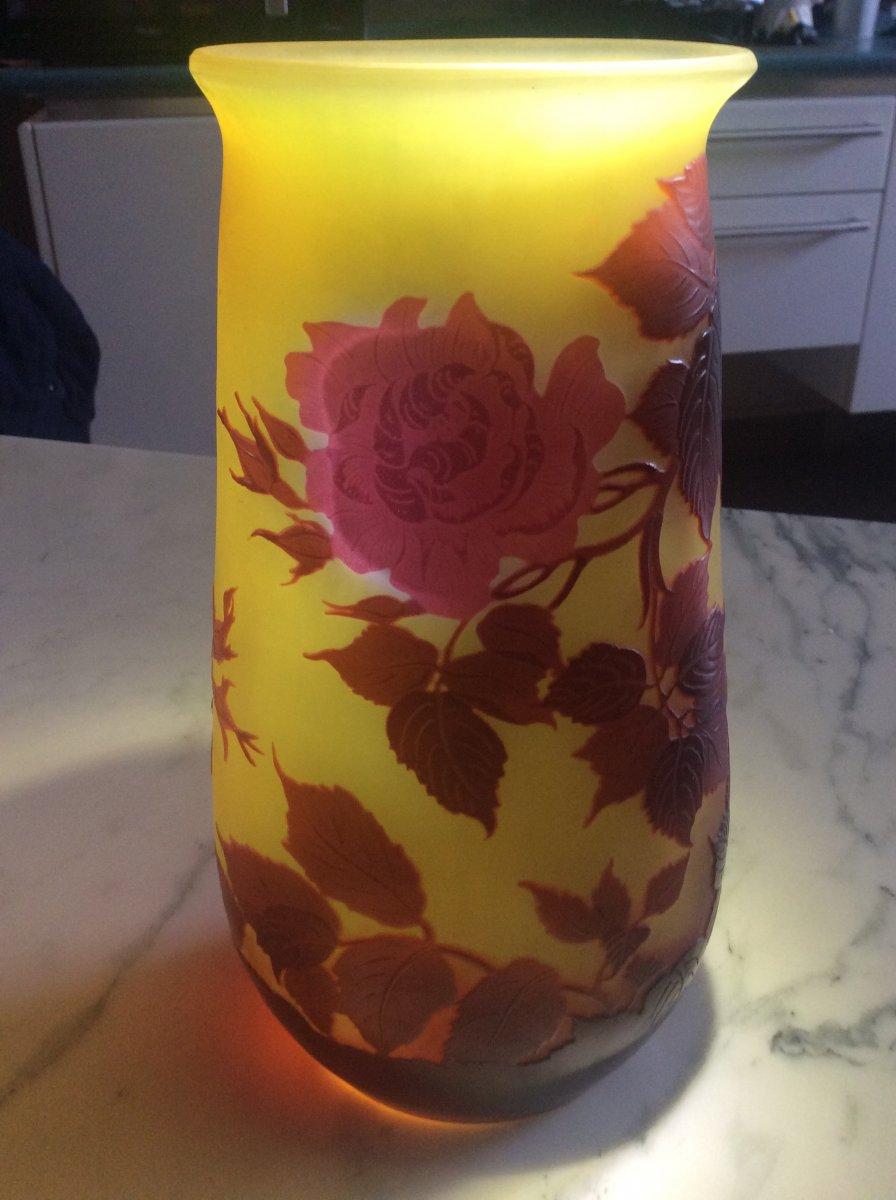 Émile-gallé Vase En Verre Multicouche Dégagé à L'acide à Décor De Roses Sur Fond Jaune.-photo-7