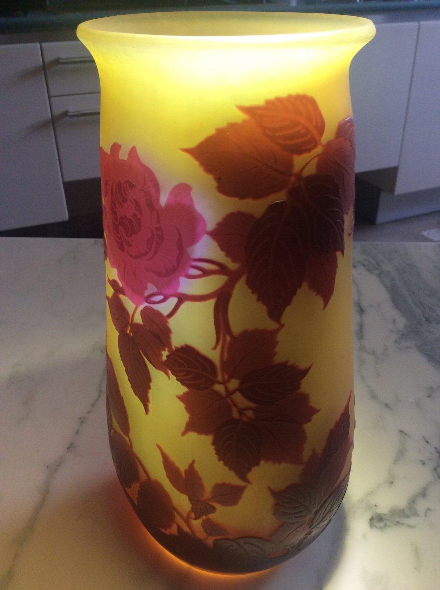 Émile-gallé Vase En Verre Multicouche Dégagé à L'acide à Décor De Roses Sur Fond Jaune.-photo-8