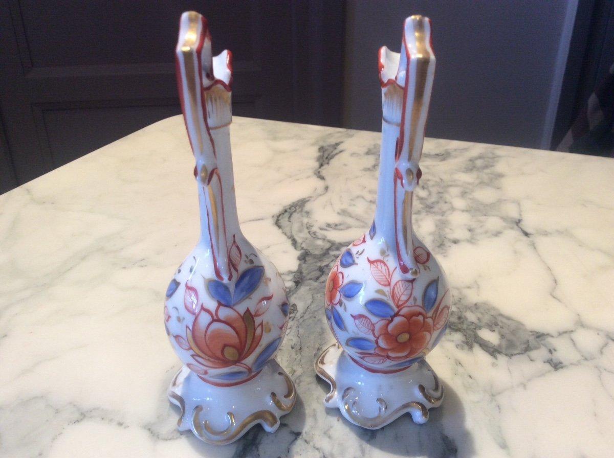 Paire D'aiguières Polychrome En Porcelaine De Bayeux à Décor De Fleurs Rouge Et Or Et Feuillages bleu,rouge carmin et or.-photo-3