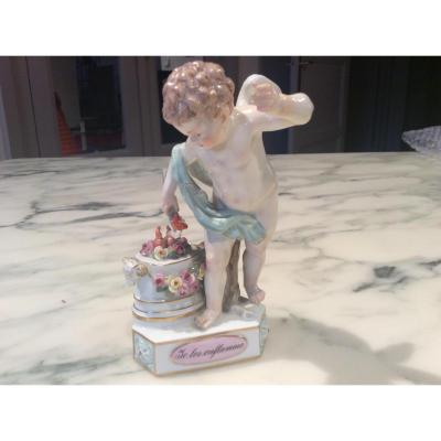 Porcelaine De Meissen:ange Avec Une Torchère( Je Les Enflamme.)