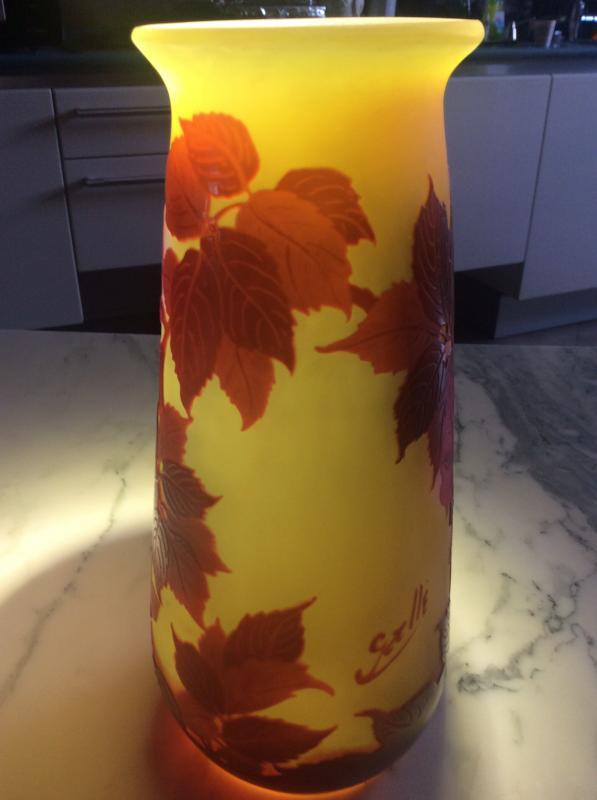 Émile-gallé Vase En Verre Multicouche Dégagé à L'acide à Décor De Roses Sur Fond Jaune.-photo-4