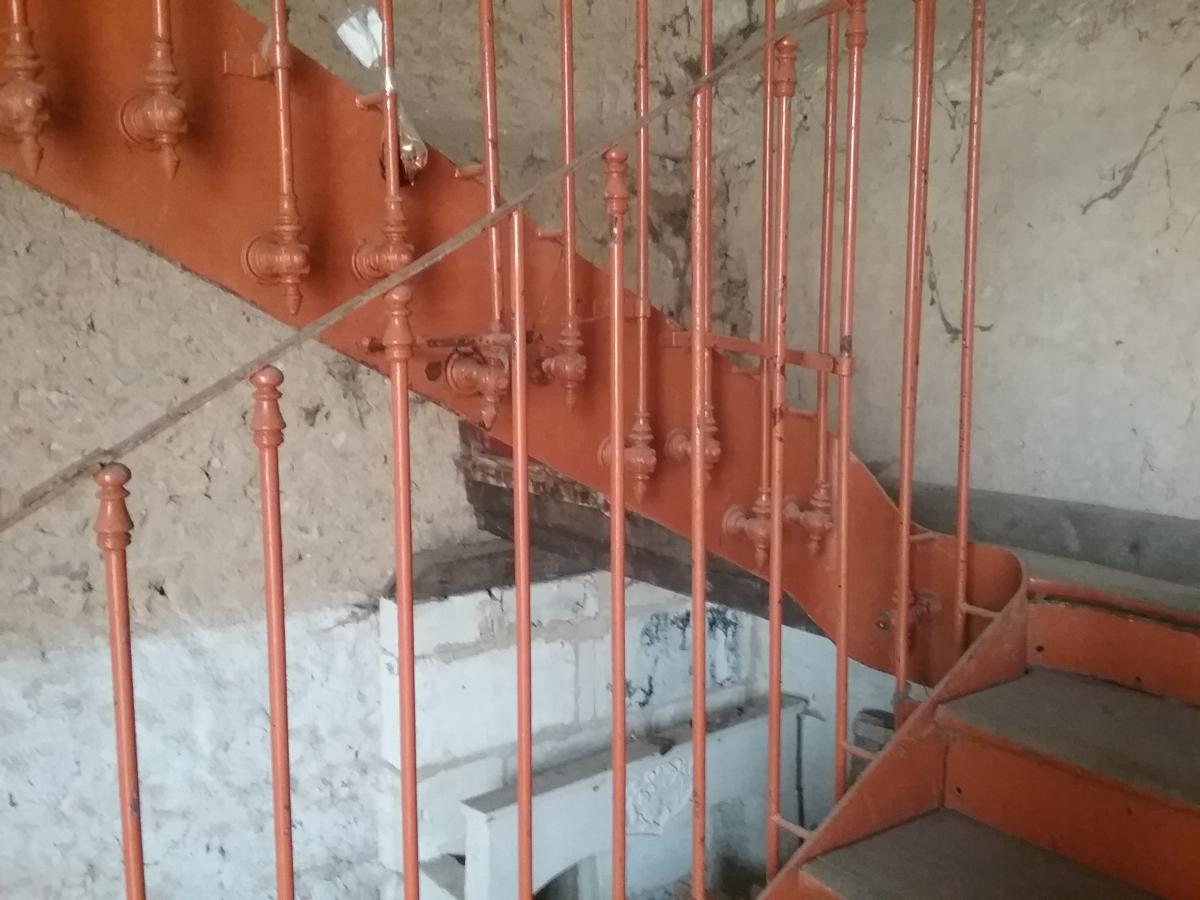 monumental escalier bois et fer escaliers rampes balustres. Black Bedroom Furniture Sets. Home Design Ideas