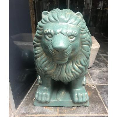 Paire De Lions En Terre Cuite