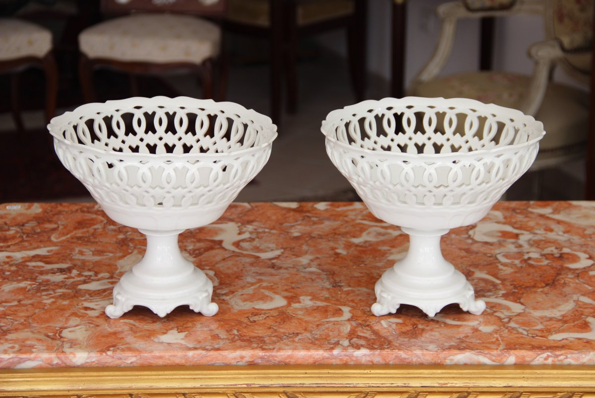 Paire De Coupes Ajourées En Porcelaine De Paris D époque  XIXème