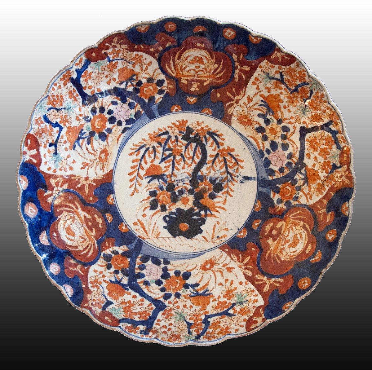 Rare paire de grands plats, Imari, Japon, fin XIX-début XXe siècle