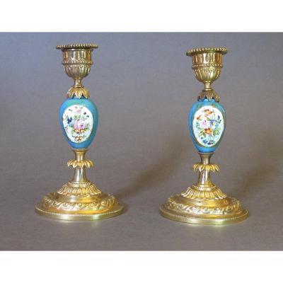 """Paire de bougeoirs Napoléon III, bronze doré et porcelaine """"bleu céleste""""  à décor floral"""