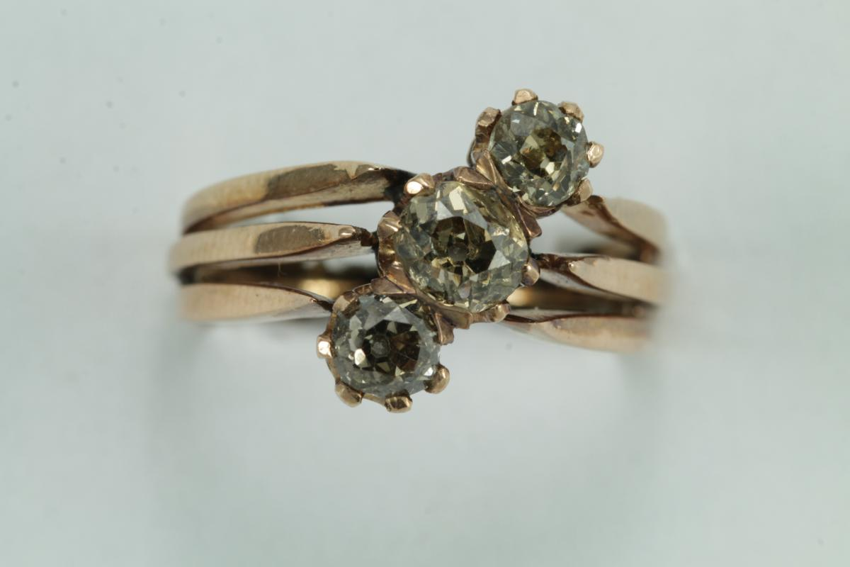 Antique Gold Three Diamonds Ring