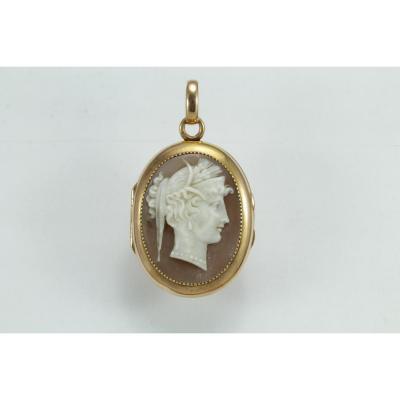 Antique Gold Cameo Pendant