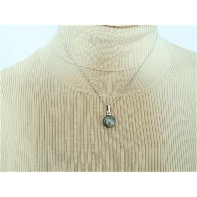 Tahitian Black Pearl With Its 18k White Gold Chain