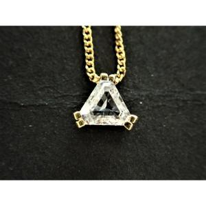 Pendentif Diamant Taille Triangle avec sa chaine  Or 18 Carats