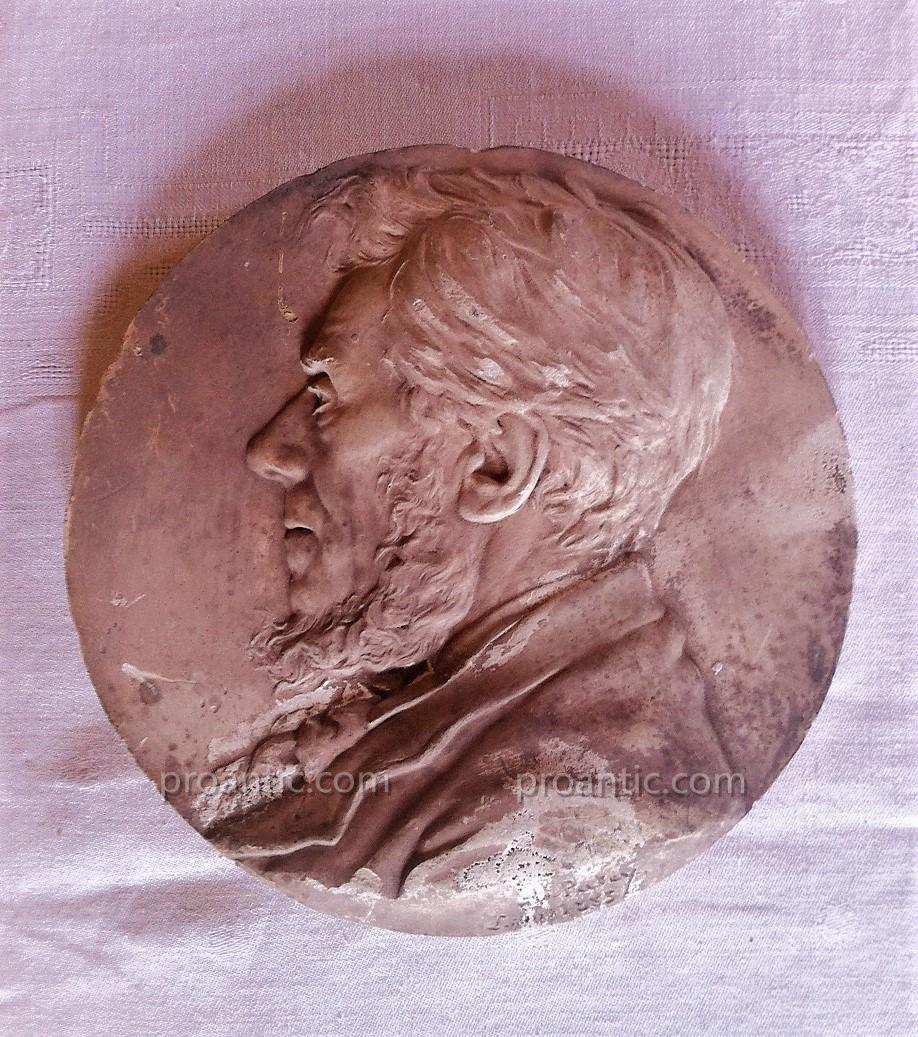 Médaillon Platre du Sculpteur H.PATEY