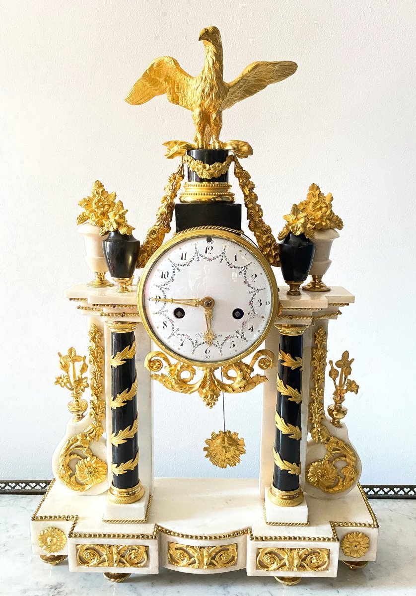 Beautiful And Large Portico Pendulum Louis XVI Period, Around 1780 In Rare Polychrome Dial