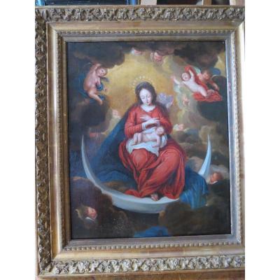 Vierge à l'Enfant Entourée d'Angelots Assise Sur Un Croissant De Lune