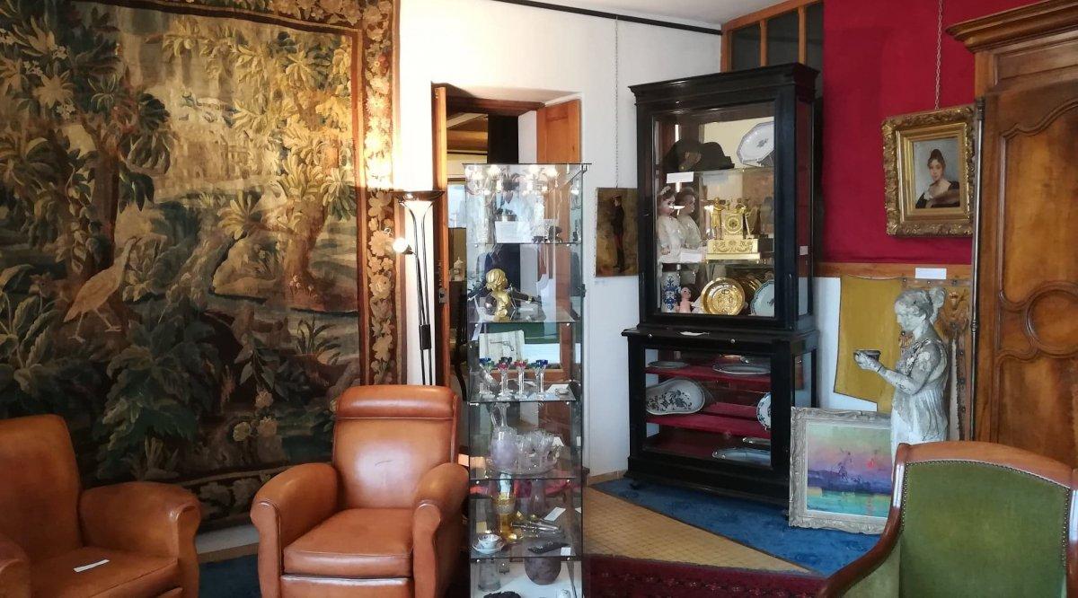 Quai  Favières Antiquités