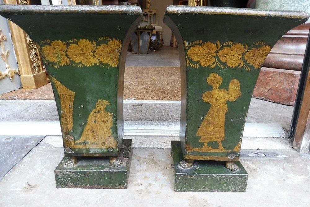 Paire  De Vases  En Tôle Laquée Vert Et Or  , époque   Empire