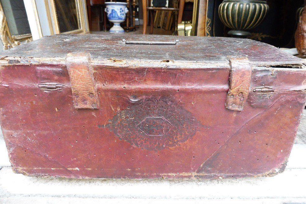 Gold Leather Chest 17 Century -photo-1