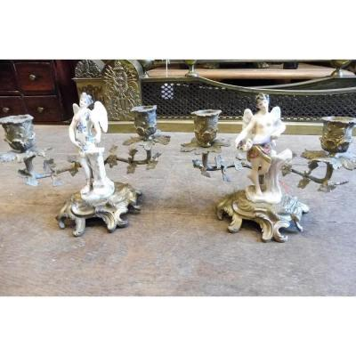 Paire  De Bougeoirs  à Main En Bronze Ciselé  Avec Sujet  En Porcelaine  Style  Louis XV