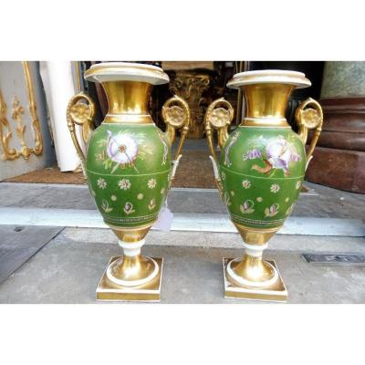Paire De Vases Ovoïdes En Porcelaine De Paris  Début  19 Eme