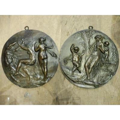 Paire De  Médaillons  En Bronze  Signés Clodion