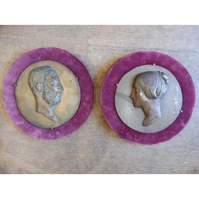 Paire  De Profils En Bronze Signés Pradier