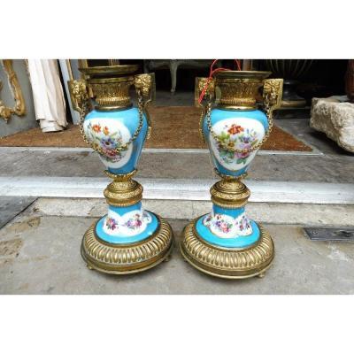 Paire De Flambeaux En Porcelaine De Paris  , Monture En Bronze Doré  19 Eme