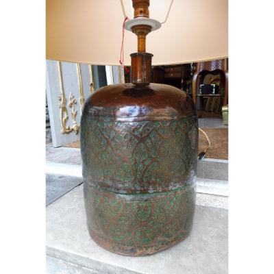 Pied De Lampe  Formé  d'Une Bouteille  En Cuivre  Ciselé  , Travail  Oriental Ancien