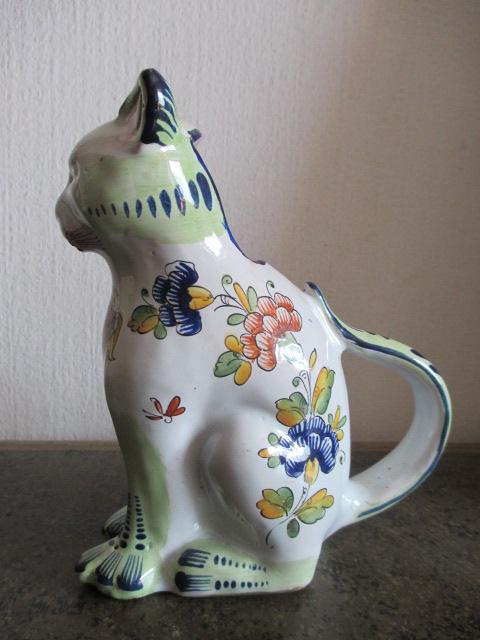 Pichet zoomorphe  ( chat avec les armoiries de Boulogne ) en faience - nord  de la France