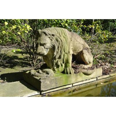 Lion en pierre