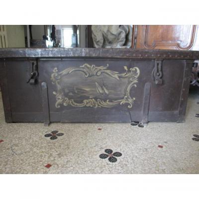 Coffre de marine  en fer ,  peint