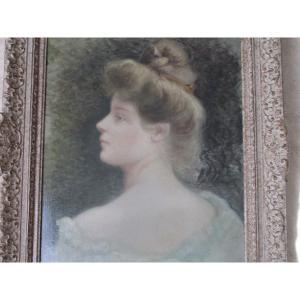 Portrait  De  Jeune  Femme      Hst