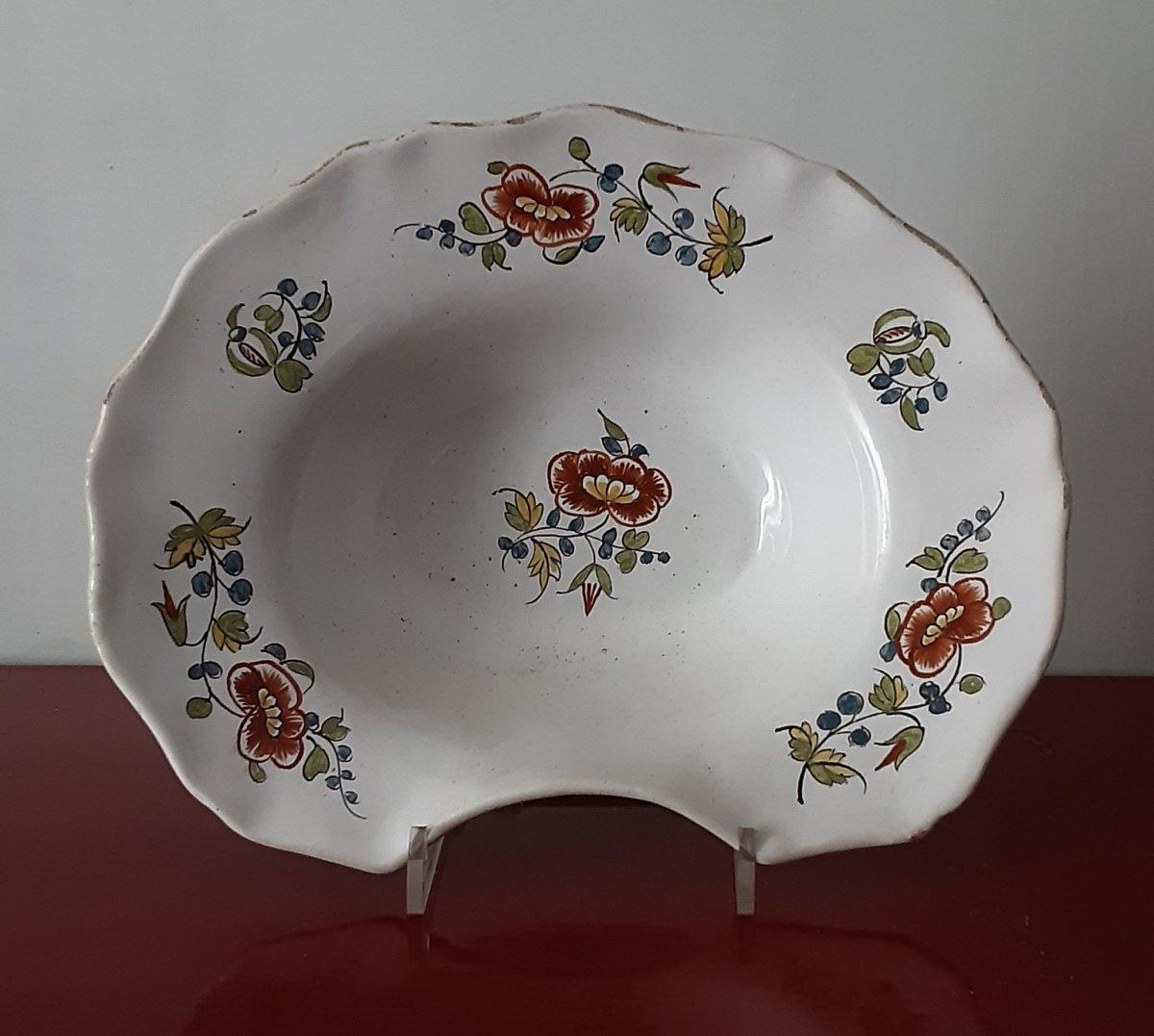 Assiette De Rasage En Majolique Du XVIIIe Siècle