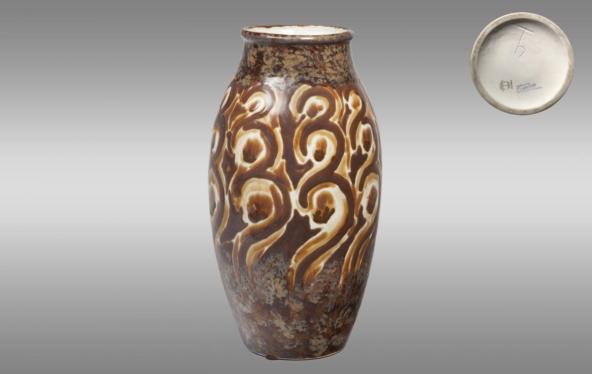 Vase en porcelaine de Limoges. Fabrication Tharaud.