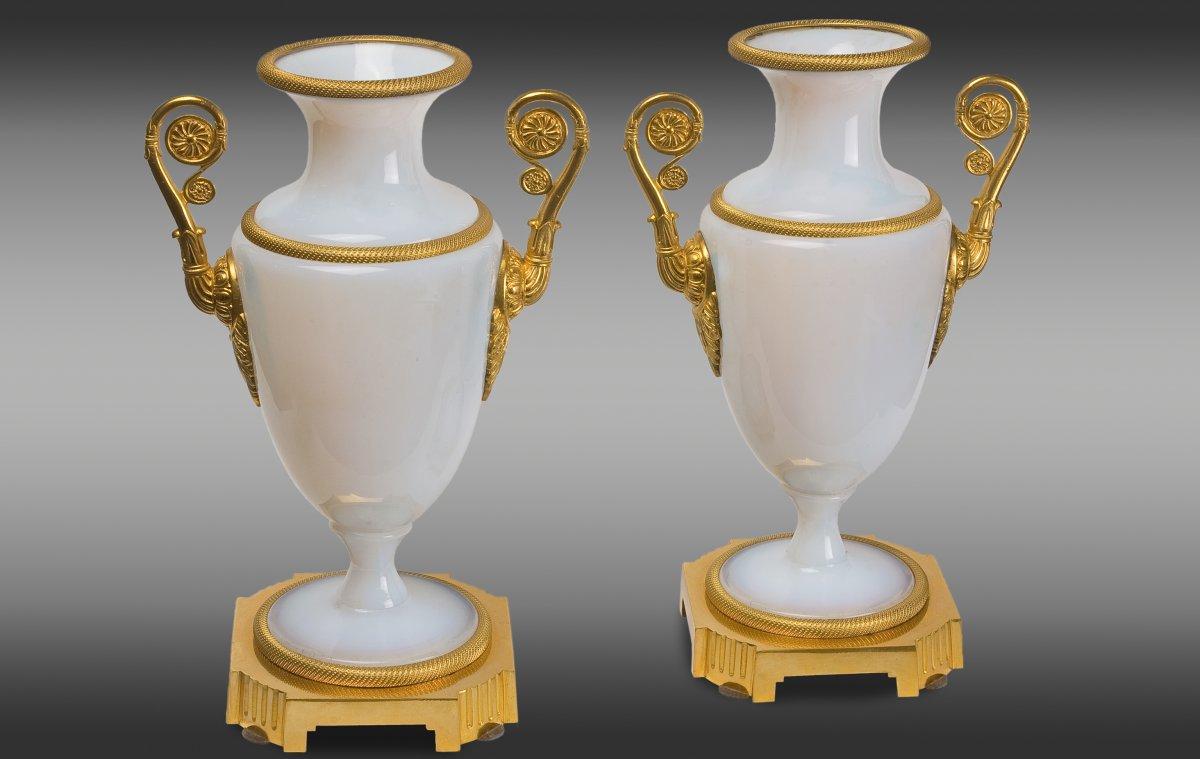 Vases en opaline montés en bronze de epoque Charles X .France.