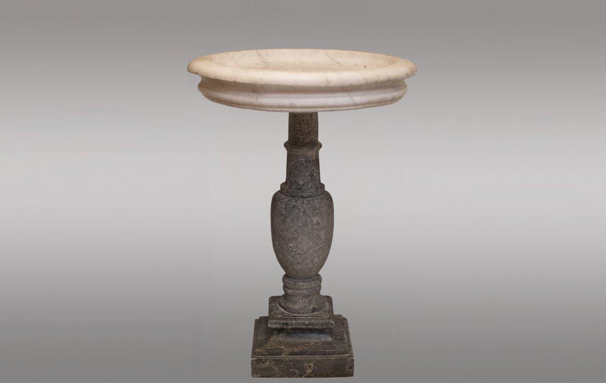 Fontaine en marbre blanc de Carrare. France. Dix-septième siècle