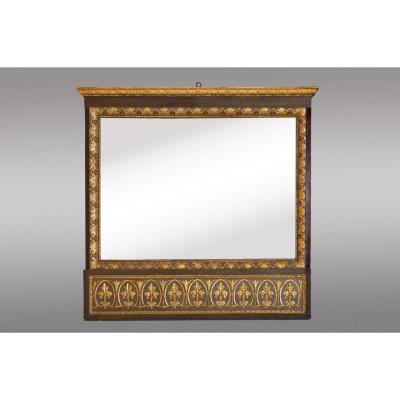 Miroir en bois sculpté peint et doré de style neoclassique.