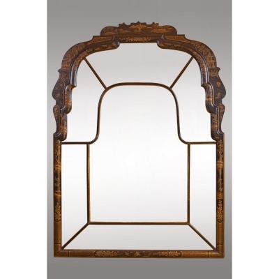 Miroir en bois laqué avec chinoiseries,de style Queen Anne. Vers 1920. Espagne.