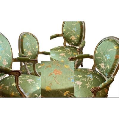 Paire De Fauteuils En Brocart de Soie Du XVIIIe Siècle