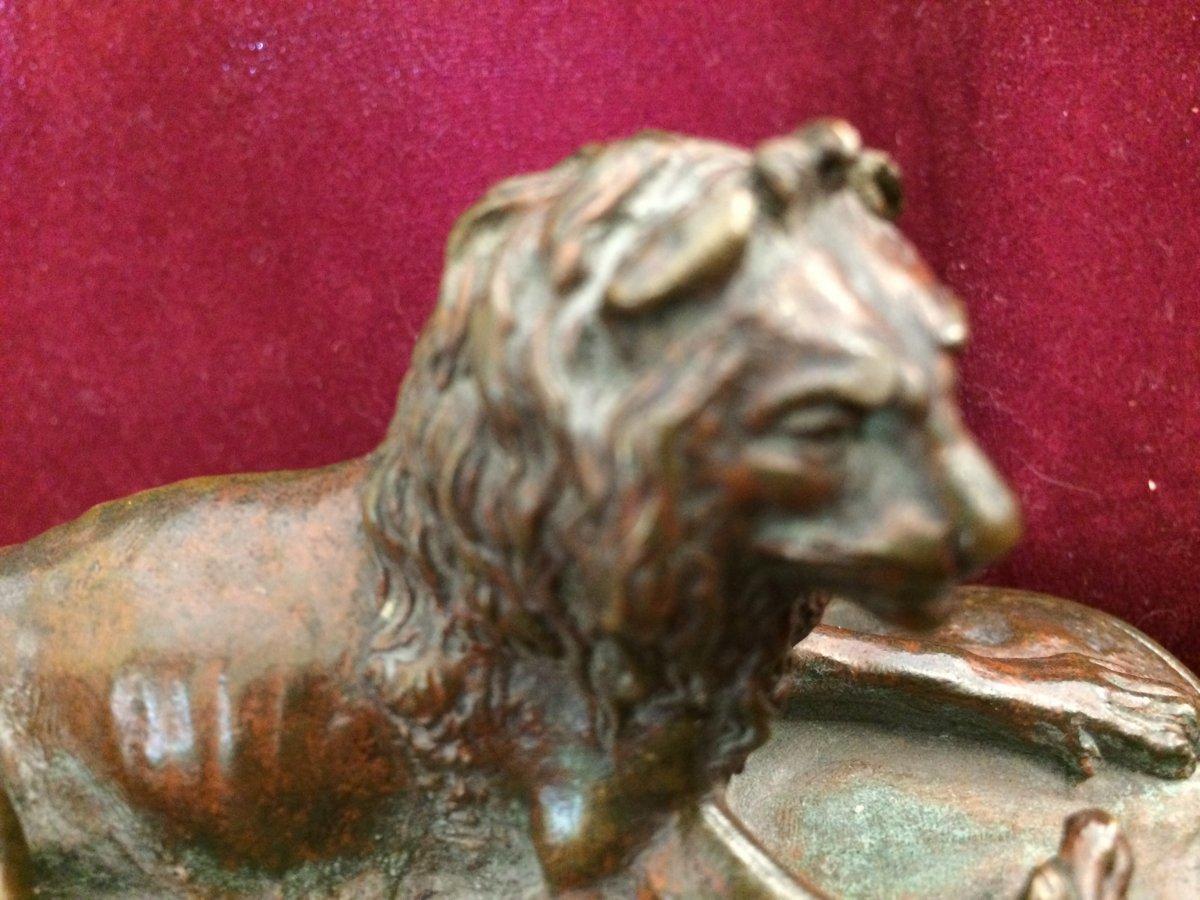 Lion Couché En Bronze à Patine Médaille -photo-2