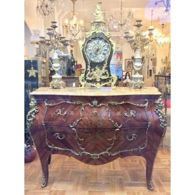 Louis XV Commode Inlaid Marquetry, Richly Decorated Bronzes