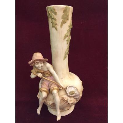 Royal Dux Bohemia . Vase Au Jeune Pêcheur En Porcelaine Polychrome