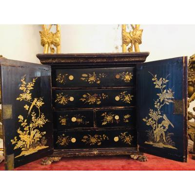 Small Chinese Cabinet 19th In Lacquer