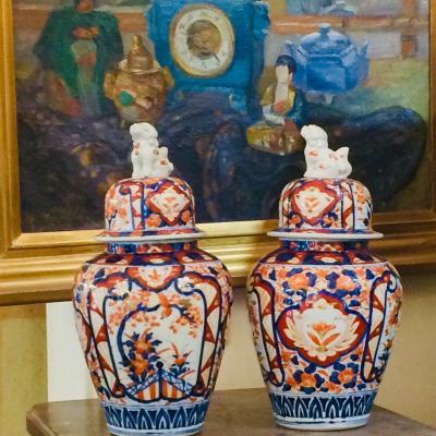 Paire De Potiches Ou Vases Couverts En Porcelaine Imari , Japon