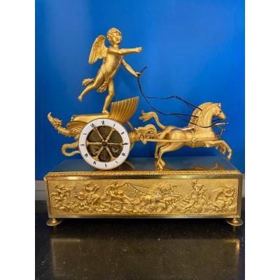Pendule époque Empire, au char de l'Amour . Bronze attribué à Jean Simon Deverberie.