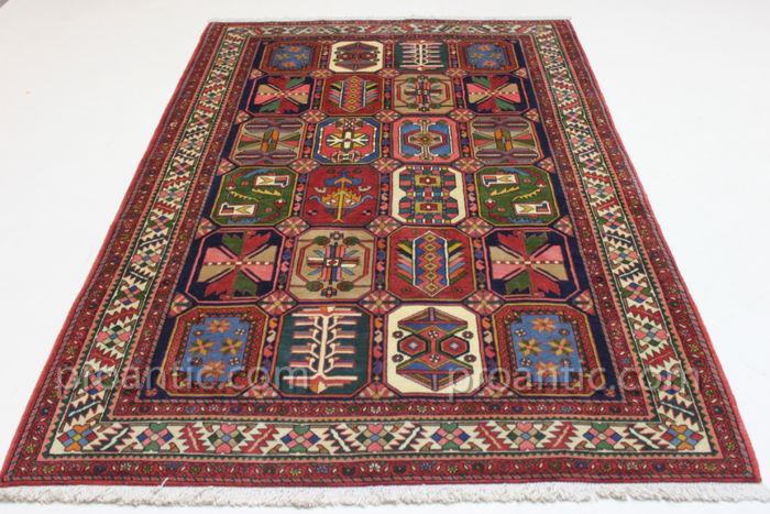 persian carpet bakhtiar garden colection from room carpets tapestries. Black Bedroom Furniture Sets. Home Design Ideas